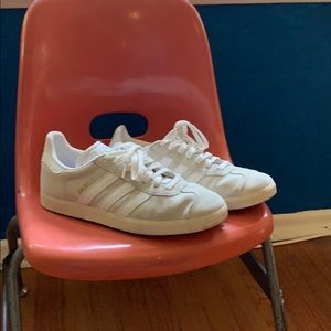 Adidas Gazelle 8 white lace up sneakers clean shoe